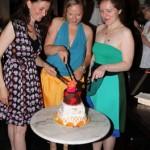 Tortenanschnitt mit Tine, Andrea und Daniela. Foto: Daniel Horn